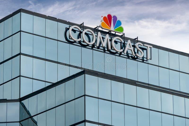 Comcast-Gebäude und Logo des eingetragenen Warenzeichens stockbilder