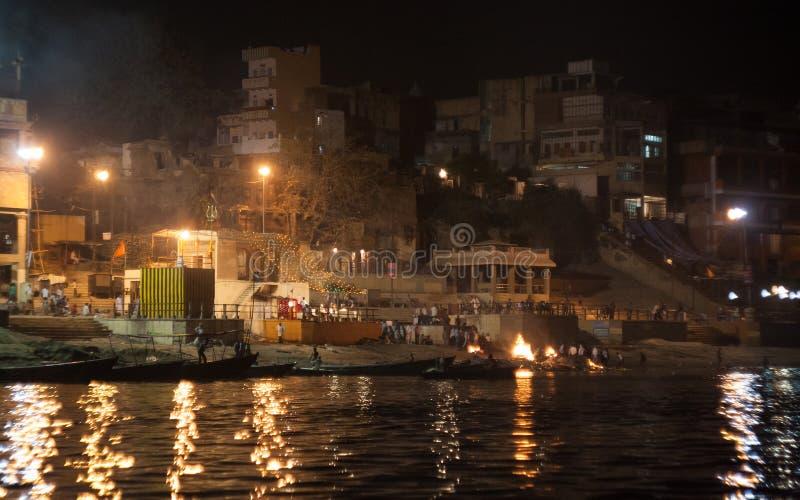 Começando noite Puja em Varanasi fotos de stock royalty free