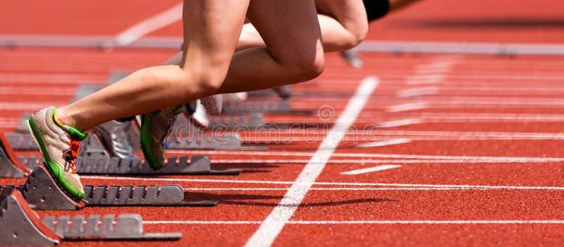 Começar no atletismo imagens de stock