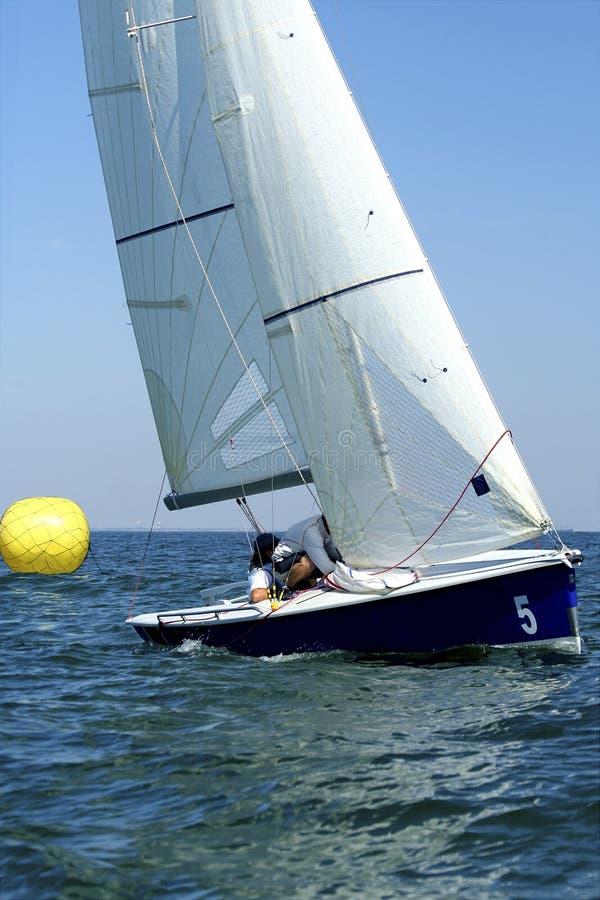 Começo da raça/de yachting da navigação foto de stock royalty free