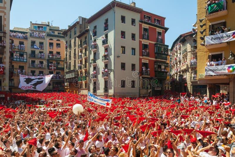 Começo de San Fermin Festival em Pamplona foto de stock royalty free