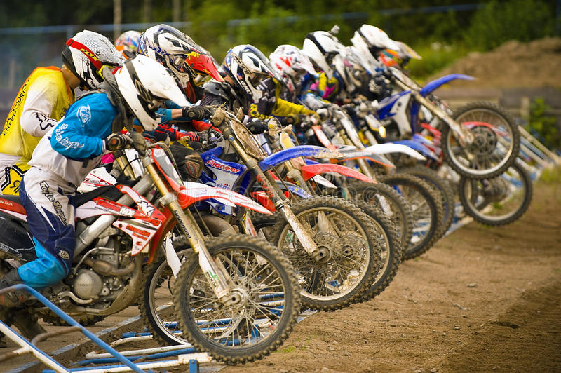 Começo do motocross imagem de stock royalty free