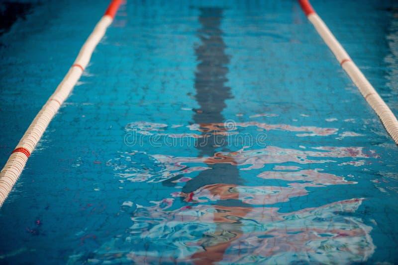 Começo e pista da piscina fotos de stock royalty free