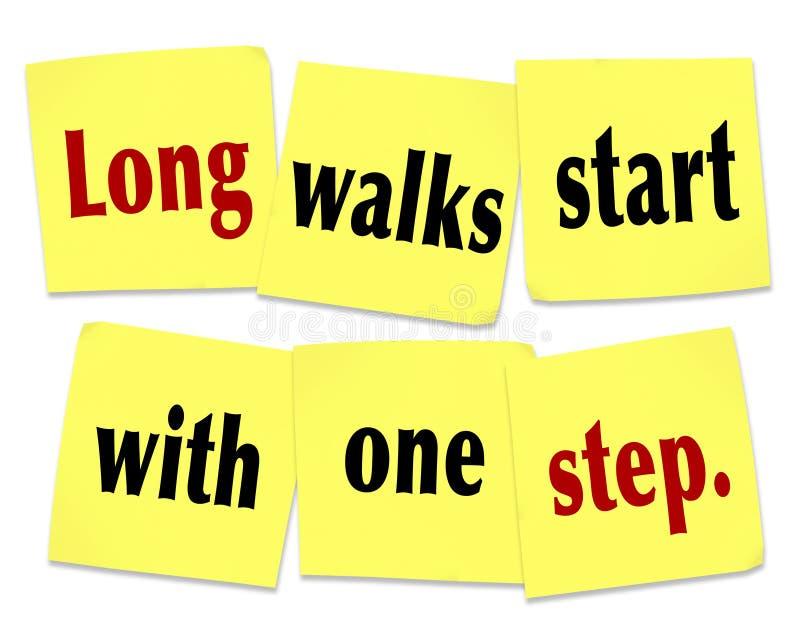 Começo longo das caminhadas com a uma etapa que diz notas pegajosas das citações ilustração stock