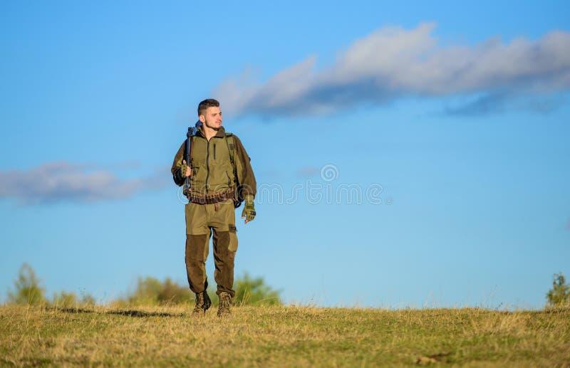 Come caccia di giro nell'hobby Attività maschile di hobby Stagione di caccia L'esperienza e la pratica presta la caccia di succes immagini stock libere da diritti