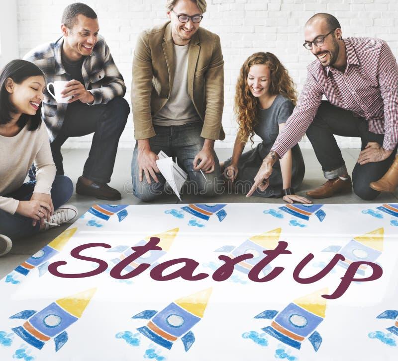 Comece acima o conceito do desenvolvimento da estratégia empresarial do lançamento imagens de stock