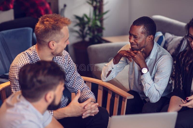 Comece acima o planeamento do escritório de Team Of Freelancers In The foto de stock royalty free