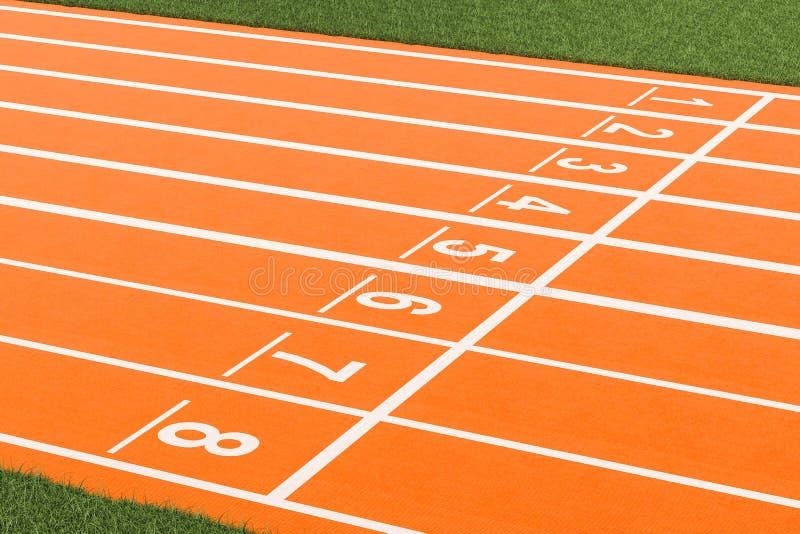 Comece a pista de atletismo no estádio, 3D ilustração royalty free