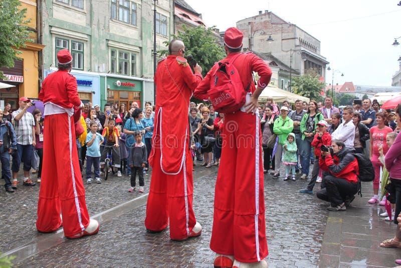 Comedians on stilts