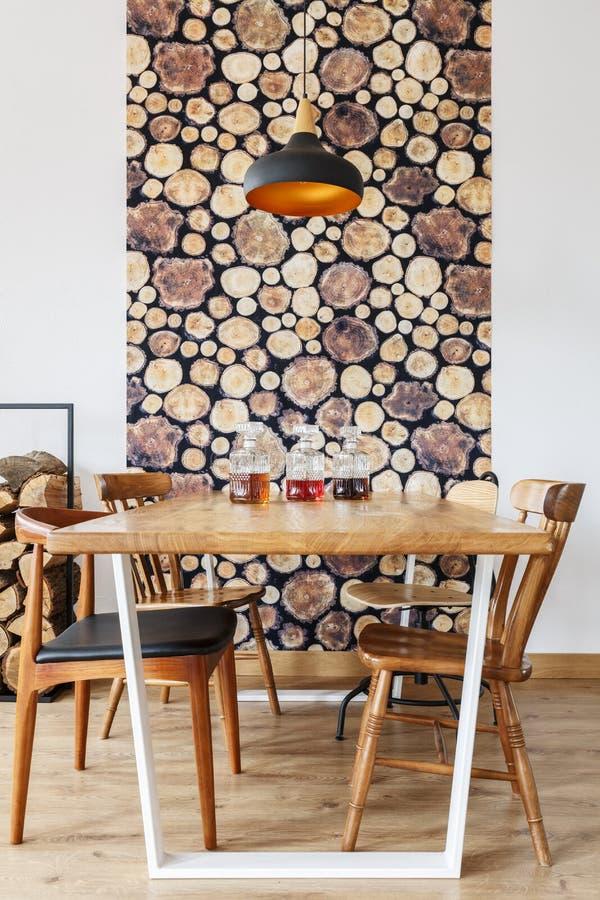 Comedor con diseño de madera imagen de archivo libre de regalías