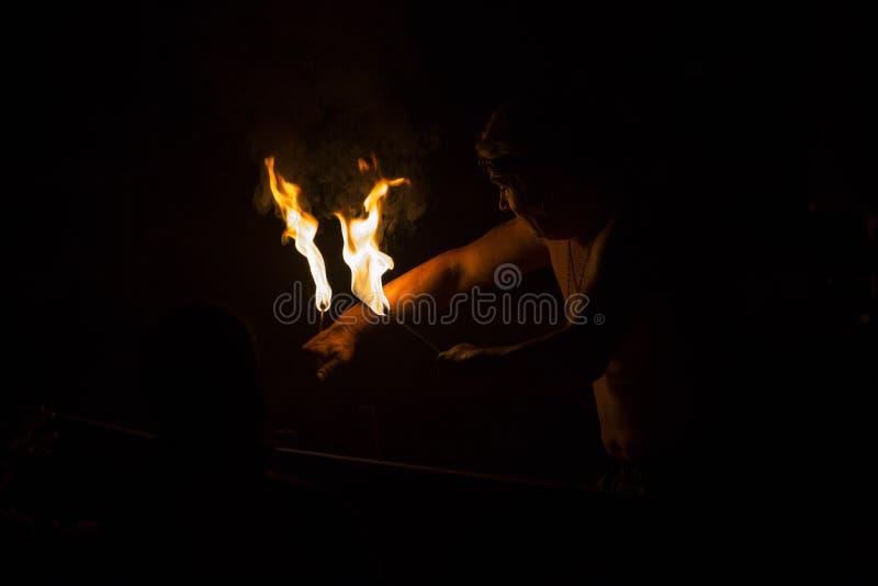 Comedor de fogo foto de stock royalty free