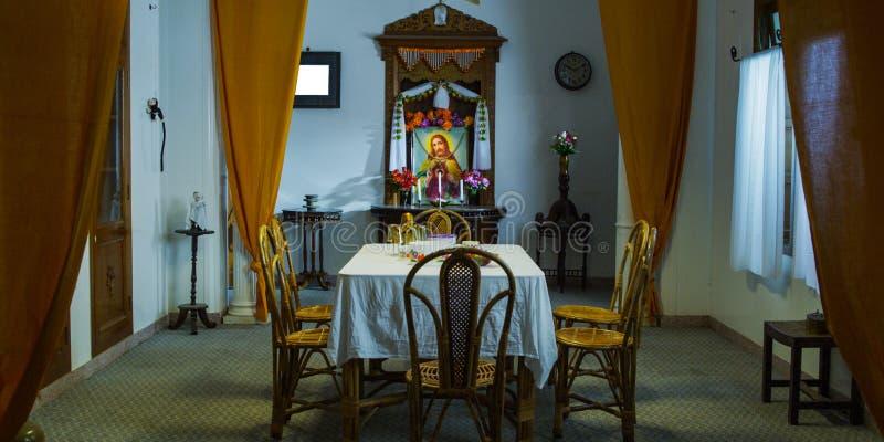 Comedor en la sala de estar, sala de estar moderna imagen de archivo libre de regalías