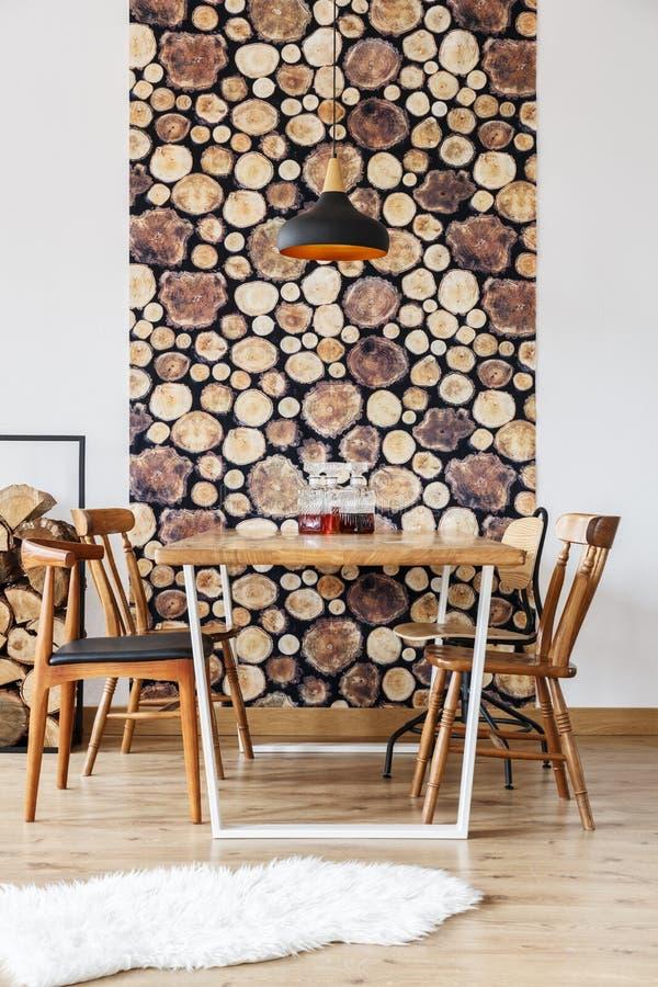 Comedor rústico y de madera imagenes de archivo