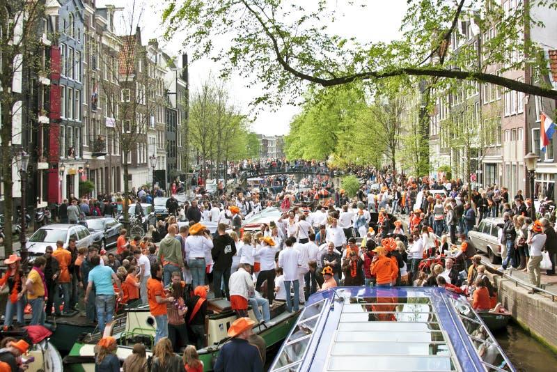 Comemoração de Amsterdão queensday imagem de stock