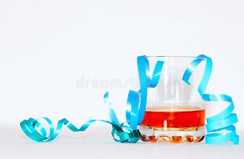 Comemorando anos novos com alguns rum e flâmulas fotografia de stock royalty free