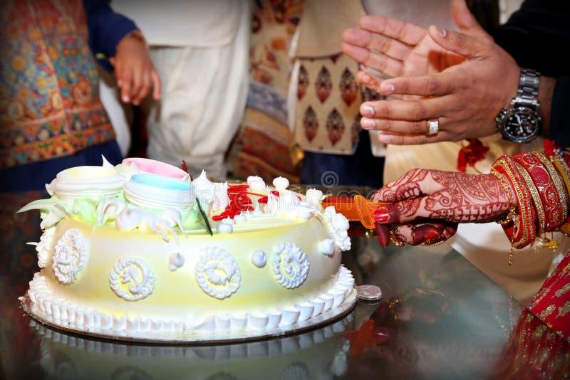 Download Comemore A Imagem Do Bolo Do Feliz Aniversario Foto de Stock - Imagem de fundo, feriado: 107525900