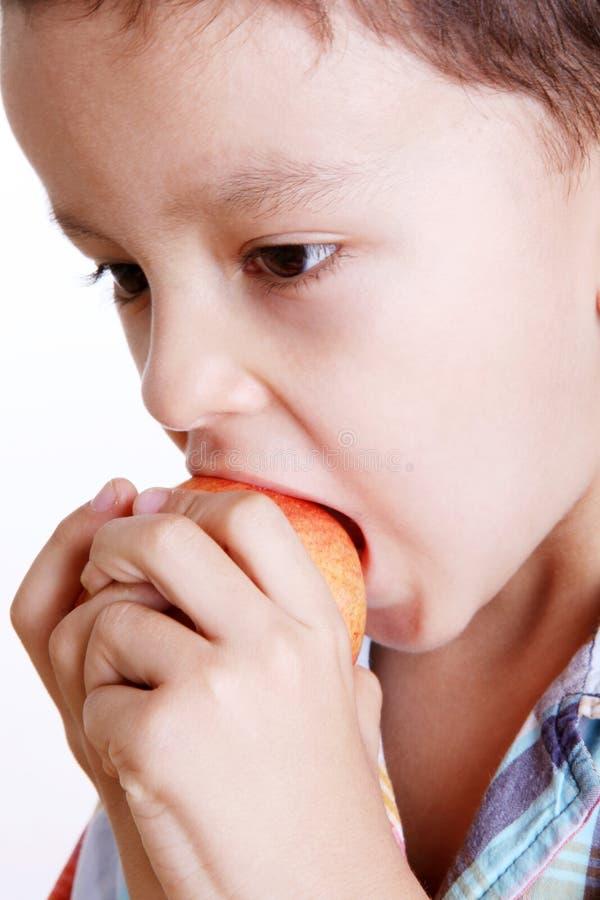 Comendo a maçã imagens de stock royalty free