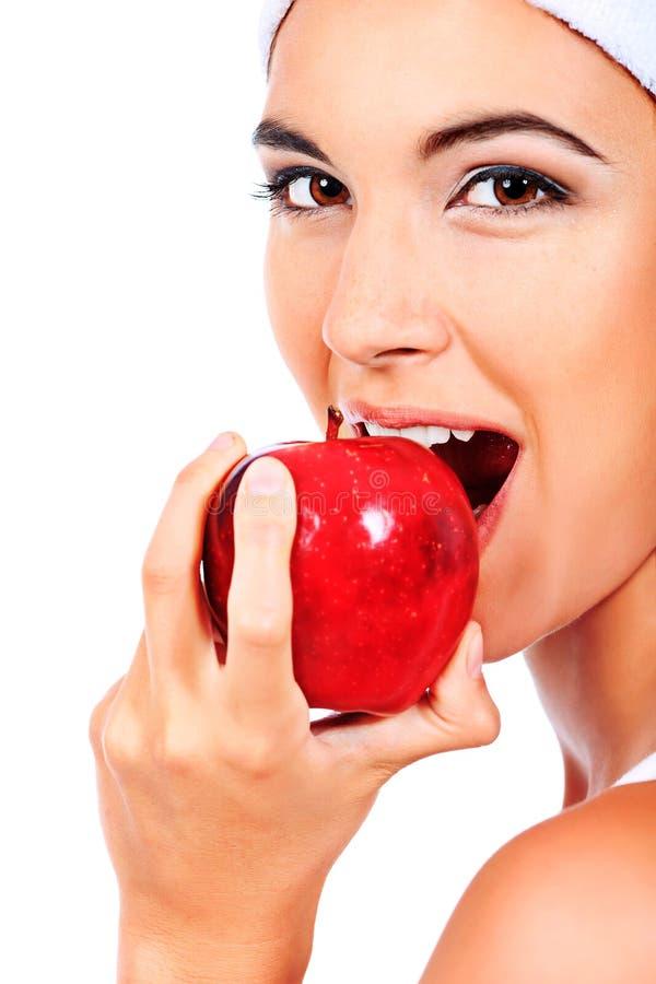 Comendo a maçã imagem de stock