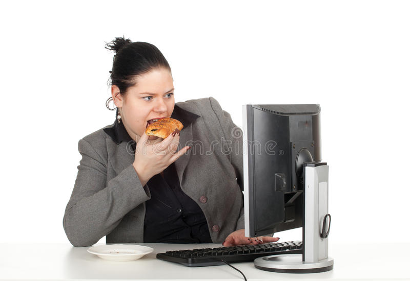 Comendo a mulher de negócios da gordura do bolo imagens de stock royalty free