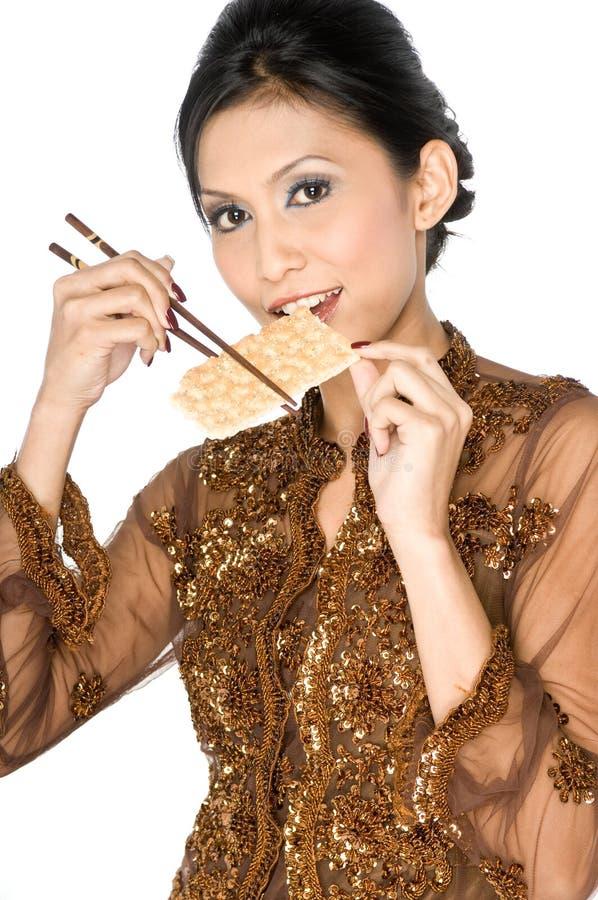 Comendo o biscoito saudável imagem de stock royalty free