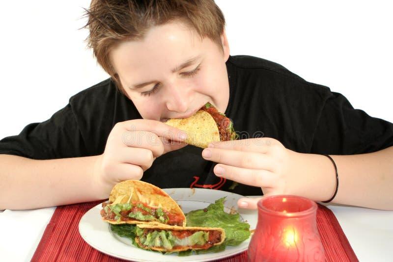 Comendo o tacos foto de stock royalty free