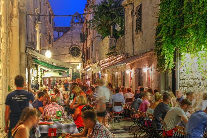 Comendo para fora em Dubrovnik, Croácia foto de stock royalty free