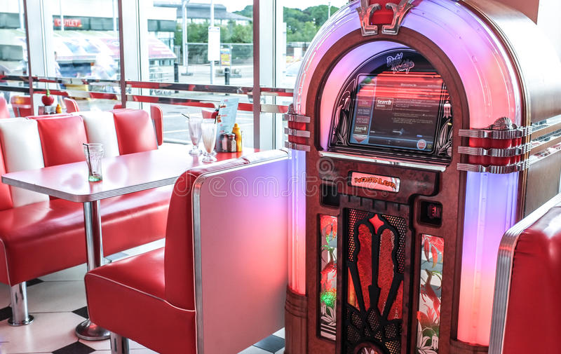 Comensal americano e jukebox do vintage retro imagem de stock royalty free