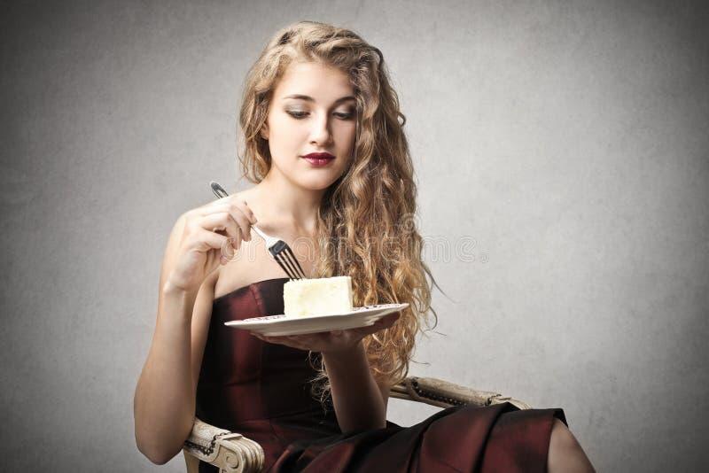 Comer bonito novo da mulher foto de stock royalty free