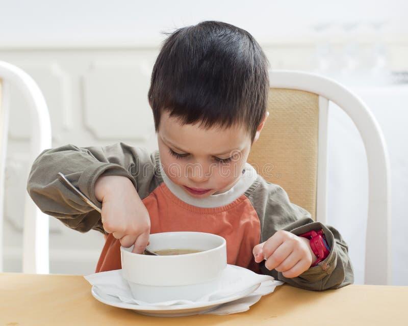 Comer da criança fotos de stock
