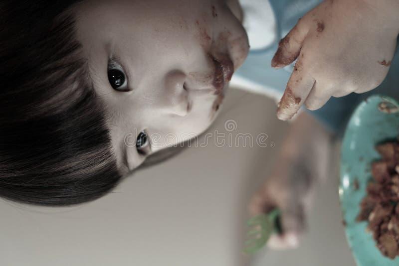 Comer desarrumado da criança imagens de stock