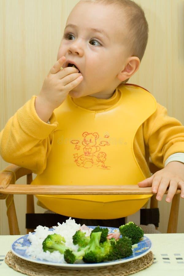 Comer do jovem imagem de stock