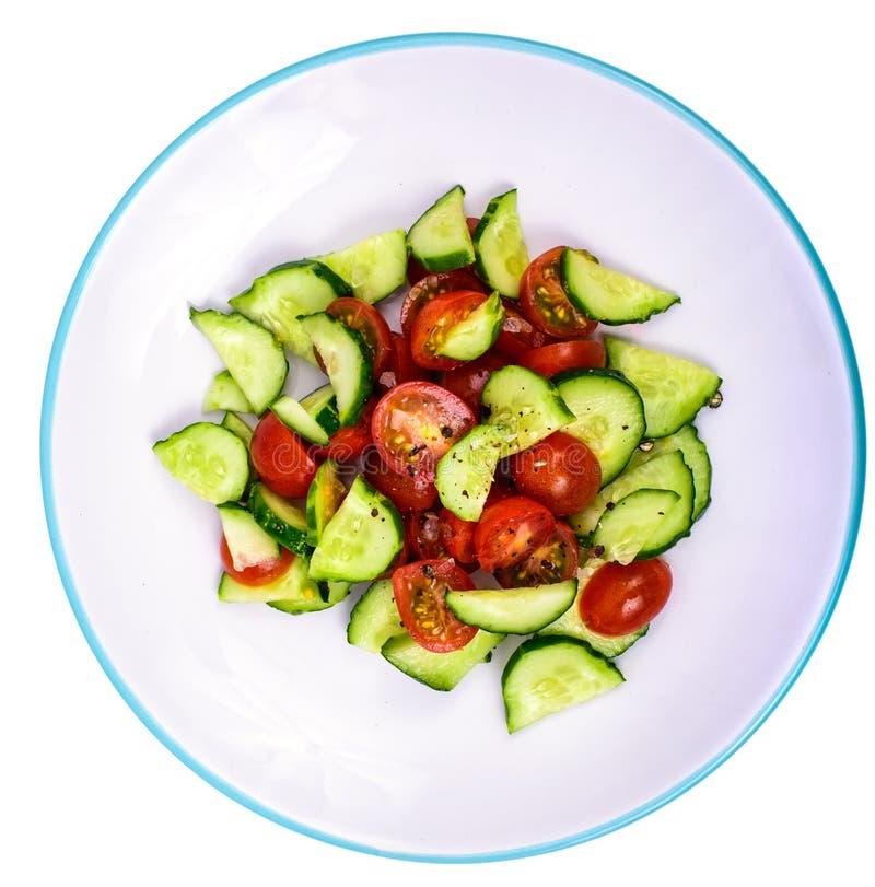 Comer saudável Salada dietética clara de pepinos e de tomates frescos imagens de stock royalty free