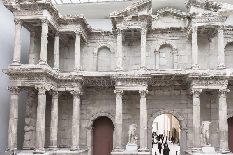 Comercialice la puerta de Miletus Pasillo del museo de Pérgamo en Berlín imágenes de archivo libres de regalías