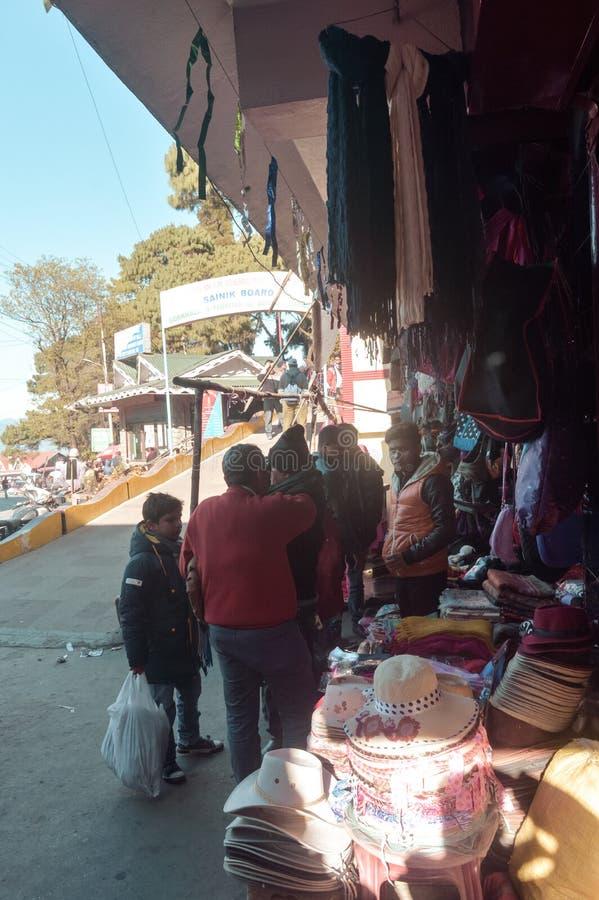 Comerciantes con las paradas de expediente Localizado en lazo-línea entre Darjeeling y Ghum, a imágenes de archivo libres de regalías