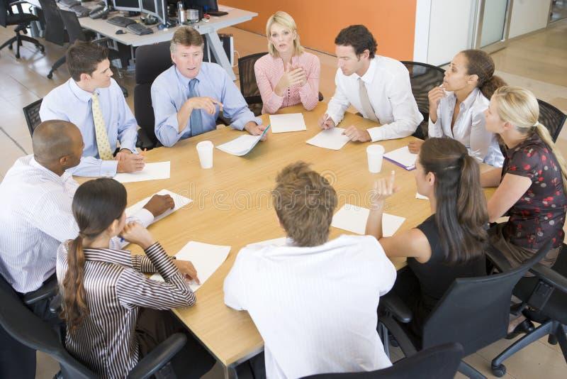 Comerciantes conservados em estoque em uma reunião