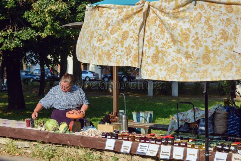 Comercio de calle en el centro histórico de Suzdal, Rusia imagen de archivo libre de regalías