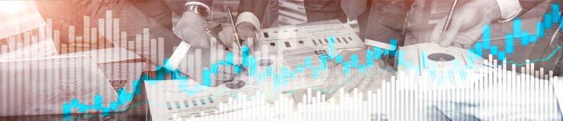 Comercio en línea, DIVISA, concepto de la inversión en fondo borroso del centro de negocios Portada del sitio web imagenes de archivo