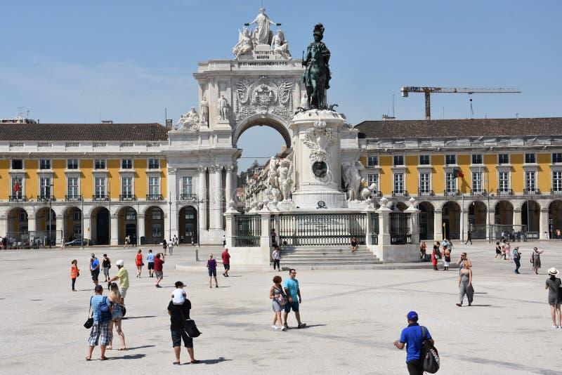 Download Comercioen Gör Den Lisbon Portugal Pracaen Redaktionell Foto - Bild av paco, kolonner: 76703460