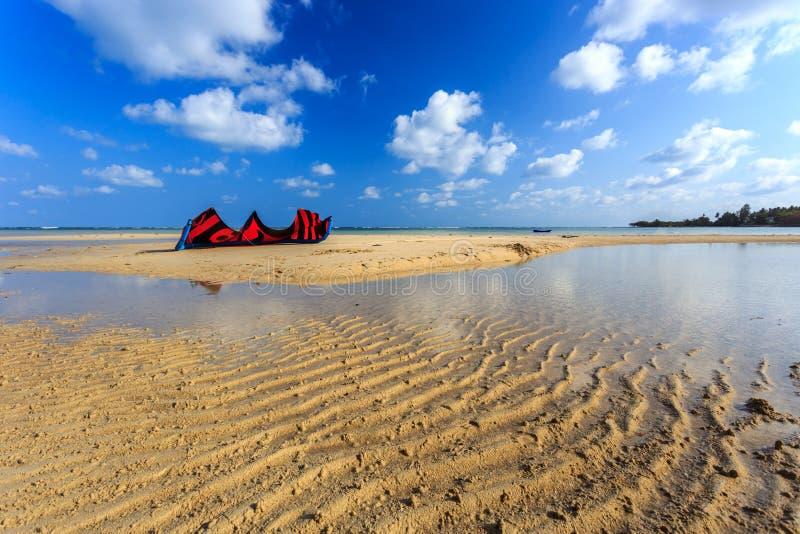 Cometa en la playa imagen de archivo libre de regalías