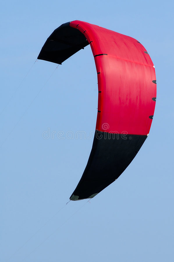 Cometa que practica surf w/Paths rojo de la cometa fotos de archivo libres de regalías