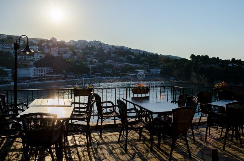 Comfortabel barrestaurant bij de oude stad van Ulcinj, Montenegro royalty-vrije stock foto