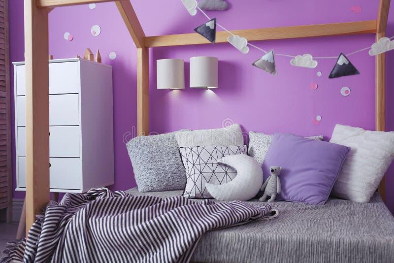 Comfortabel bed stock afbeelding
