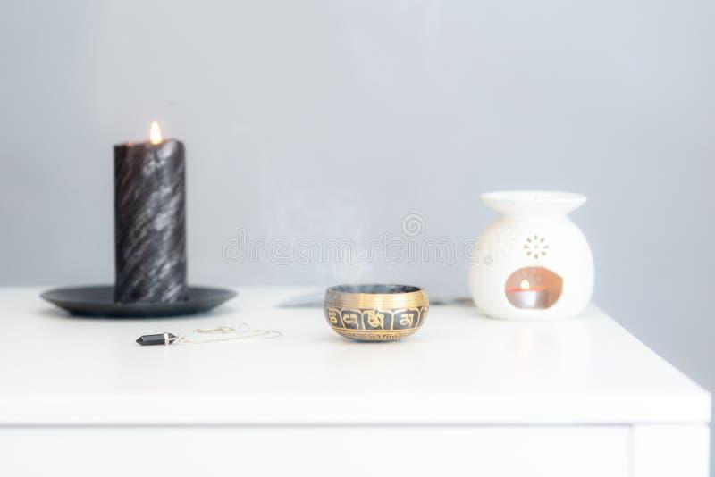 Comfortabel huis binnenlands decor, brandende kaarsen royalty-vrije stock foto