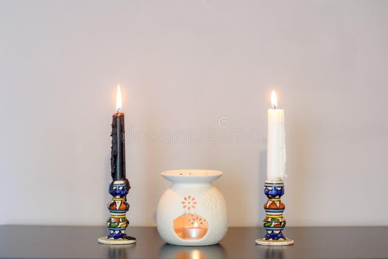 Comfortabel huis binnenlands decor, brandende kaarsen royalty-vrije stock foto's