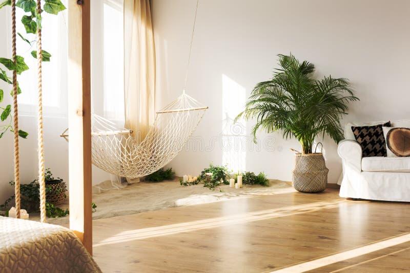 Comfortabel huisbinnenland met laag stock foto