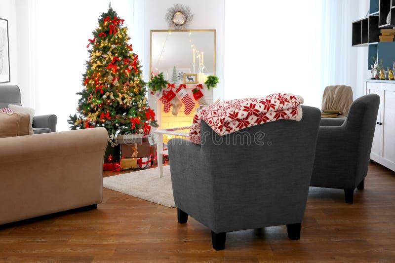 Comfortabel Kerstmisbinnenland van woonkamer stock afbeeldingen