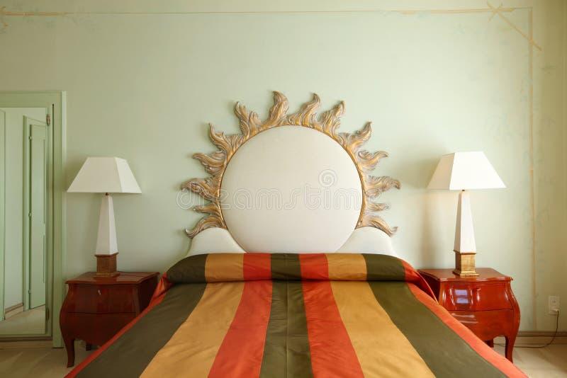 Comfortabel kostuum, slaapkamer stock foto's