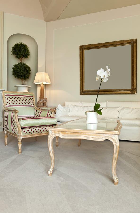 Comfortabel kostuum, zitkamer royalty-vrije stock afbeelding