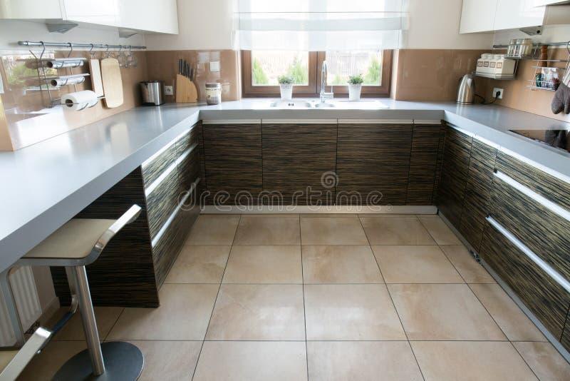 Comfortabele beige keuken royalty-vrije stock foto