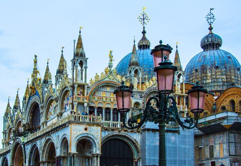 Comfortabele binnenplaatsen van Venetië royalty-vrije stock afbeeldingen